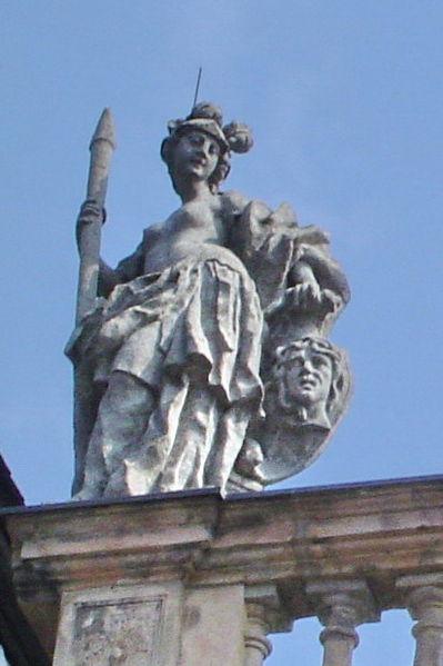 File:Bayreuth Dachfiguren Opernhaus 02a (Athene, Kopie), 18.09.06.jpg