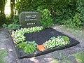 Berlin-Gatow Landschaftsfriedhof Ehrengrab Isang Yun.JPG