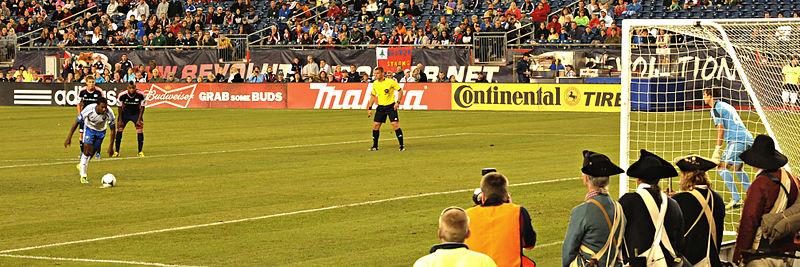 File:Bernier penalty kick 2013-09-08.jpg
