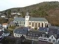 Blick von Burg Hengebach auf die Kirchen St. Salvator und St. Clemens - panoramio (1).jpg