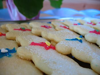 Boy or girl sugar cookies with blue and red bows