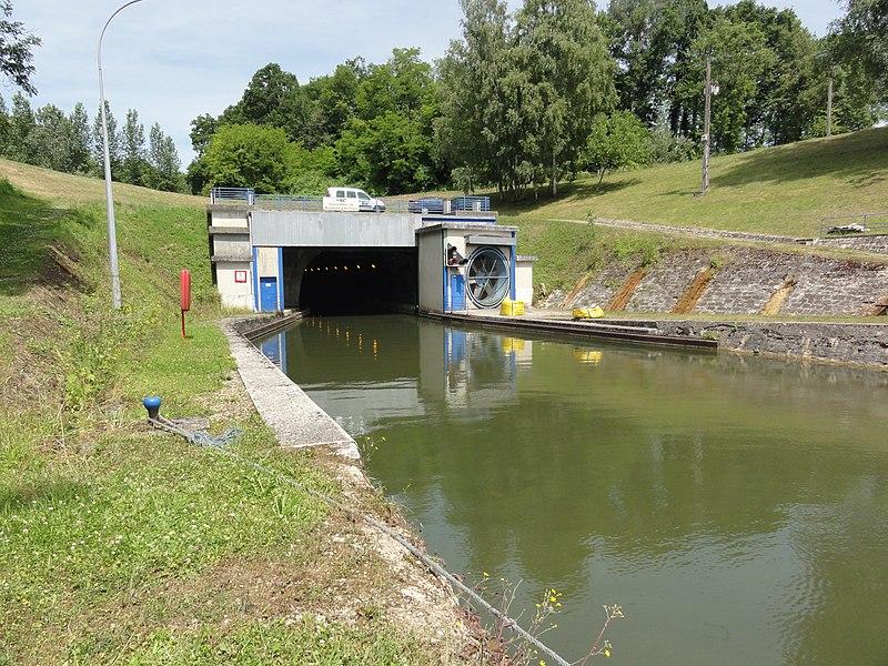 Braye-en-Laonnais (Aisne) Canal de l'Oise à l'Aisne, le souterrain