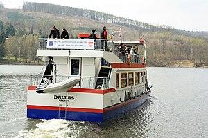 Brno, přehrada, Osada, loď Dallas (01).jpg