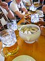 Brotzeit à l'Oktoberfest, Weißwurst et chope d'un litre.jpg