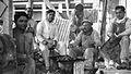 Buenos Aires - Trabajadores de la construcción almorzando (1930).jpeg