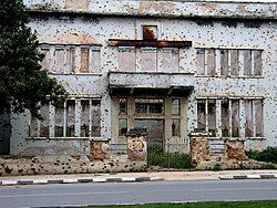 Building with Bullet-holes in Huambo, Angola.jpg