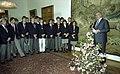 Bundesarchiv B 145 Bild-F078068-0007, Bonn, Bundeskanzler Kohl empfängt Jugendliche.jpg