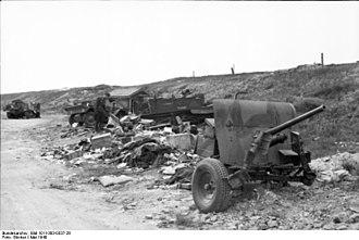 Siege of Calais (1940) - Image: Bundesarchiv Bild 101I 383 0337 26, Frankreich, Calais, zerstörte Militärfahrzeuge