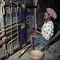 COLLECTIE TROPENMUSEUM Een Yoruba vrouw aan haar weefgetouw TMnr 20038998.jpg