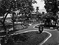 COLLECTIE TROPENMUSEUM Tuin in de kraton van Mankoe Negoro V te Solo. TMnr 60005514.jpg