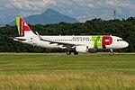 CS-TNT Airbus A320-214 A320-S - TAP (28153732502).jpg