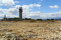 Cap Leucate (Aude), TV-transmitter and lighthouse.jpg