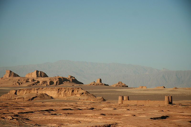 800px-caravanserai_in_desert_dasht-e_lut2c_kerman_province2c_iran_02