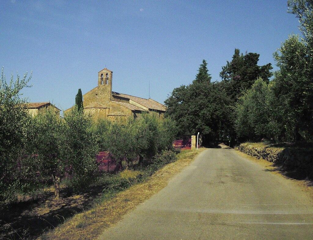 Castelmuzio, Pieve di Santo Stefano a Cennano, veduta esterna da Via della Pieve