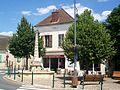 Champagne-sur-Oise (95), fontaine avec obélisque, place Élie et Corentin Quideau.jpg