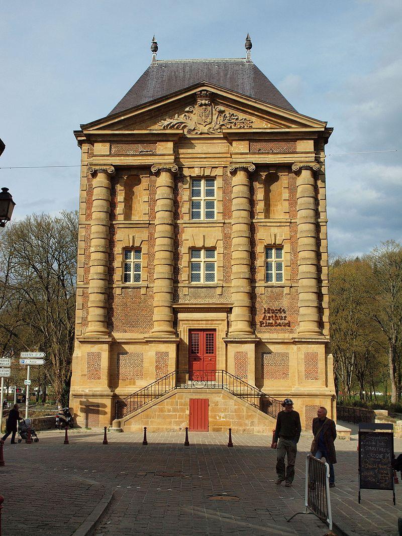 Charleville-Mézières-FR-08-le Vieux Moulin en avril-02.jpg