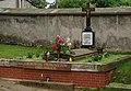 Chełmsko Śląskie, grobowiec proboszczów chełmskich przy kościele parafialnym pw. Świętej Rodziny (Aw58).JPG