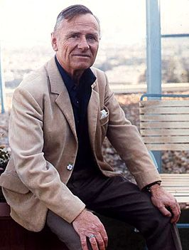 Christopher Isherwood gefotografeerd door Allan Warren