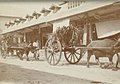 Collectie NMvWereldculturen, TM-33008849, Foto- 'Ossenkarren in een winkelstraat in Fort de Kock', fotograaf onbekend, 1910-1940.jpg