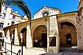 Corse du Sud, Bonifacio 109 la Halle devant l'église Sainte-Marie Majeur.jpg