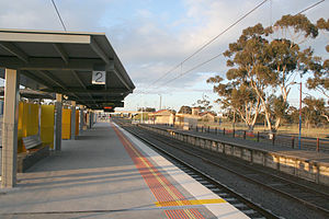 Craigieburn railway station - Northbound view in October 2007