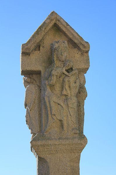Croix de cimetière (Moustoir-Ac): Vierge à l'enfant