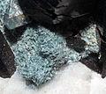Crossite, neptunite, bénitoïte, natrolite FS2015 1.jpg