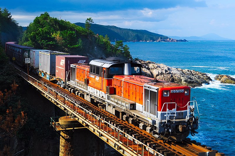 File:DD51 1804 Freight train in Sanin line =2018-10-08.jpg