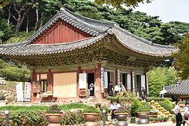 Daewungbojeon, the Mahavira hall, at Jeondeungsa.jpg