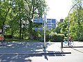 Dahlem Brümmerstraße FU-Wegweiser.jpg