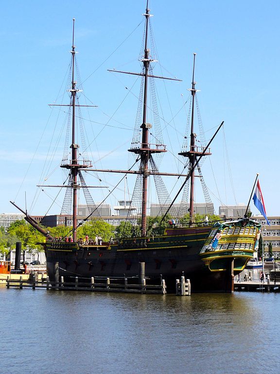 Réplique du bateau van De Amsterdam devant le musée Het scheepvaartmuseum à Amsterdam