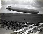 De Graf Zeppelin (LZ 127) boven het vliegveld Waalhaven bij Rotterdam. 1932.jpg