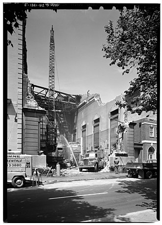 Bank of North America - Demolishing the Bank of North America's building at 305–307 Chestnut Street.