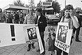 Demonstratie voor NOS-omroepkwartier in Hilversum tegen zendtijd Ned. Volksunie en Centrumpartij,, Bestanddeelnr 931-4909.jpg