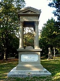 Denkmal Emilie Lochner..JPG