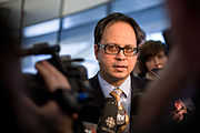 Denzil Minnan-Wong speaks to reporters.jpg