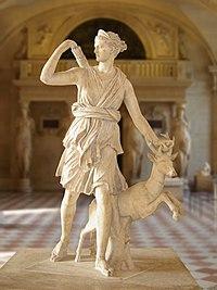 Diane de Versailles, copie romaine d'un original grec de 330 av. J.-C. (?), musée du Louvre.