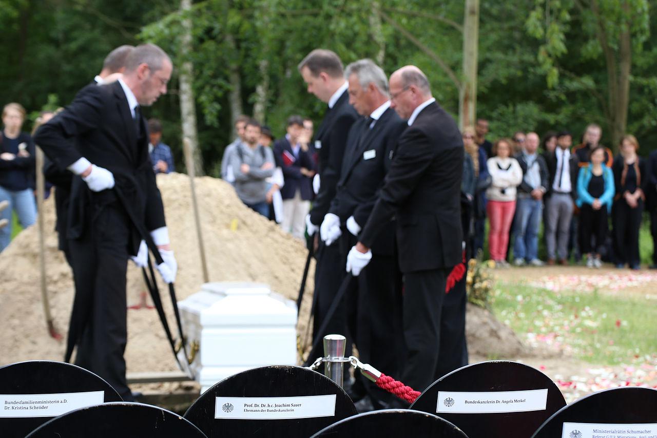 Die Toten Kommen ZPS Beerdigung 1.jpg