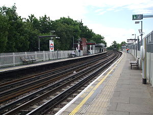 East Acton tube station - Image: East Acton stn eastbound