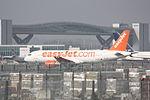 Easyjet Airbus A320 G-EZTT (24262837370).jpg
