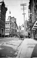 Elgin Street looking north past Sparks Street.jpg