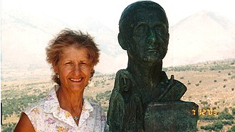 George Tsimbidaros-Fteris - Image: Elyana Damianos next to her father's bust