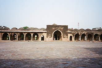 Jahanpanah - Image: Entry view from courtyard of Begumpur Msjid