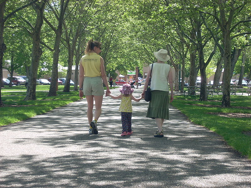 File:Family in Julia Davis Park.JPG