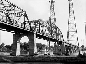 Sainte-Anne-de-Bellevue, Quebec - Galipeault Bridge between Sainte-Anne-de-Bellevue and l'île Perrot. July 20, 1948.