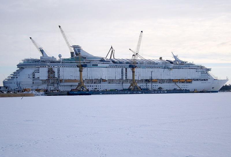 800px-Freedom_of_the_seas_construction.jpg