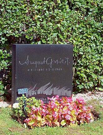 August Gailit - Gailit's grave in Örebro.