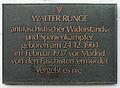 Gedenktafel Berliner Allee 217 (Weißs) Walter Runge.jpg