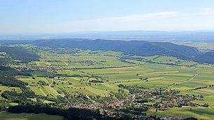 Im Vordergrund die Dörfer Maiersdorf, Stollhof und Gaaden der Gemeinde Hohe Wand