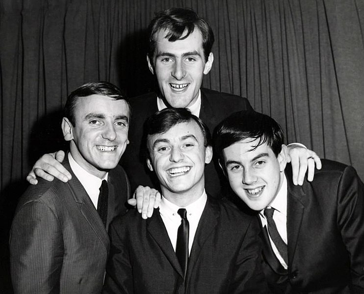 File:Gerry and the Pacemakers group photo 1964.JPG